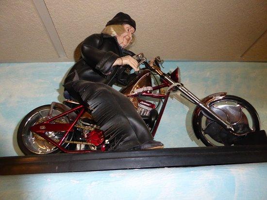 Mount Carmel, Γιούτα: Thunderbird Restaurant , statuette d'une Mamy biker