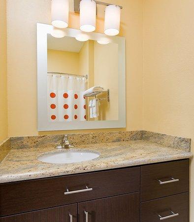 Bedford, Teksas: Suite Bathroom