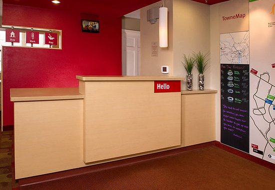 TownePlace Suites Chantilly Dulles South: Front Desk
