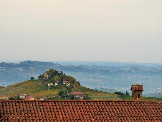 Treiso, Italie : Vista mattutina dalla piccola suite