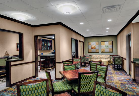 SpringHill Suites Milford: Bar & Lounge Sitting Area