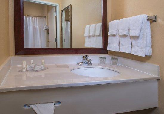 Bel Air, Мэриленд: Suite Bathroom Vanity
