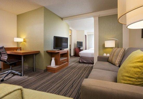 Eden Prairie, MN: Queen/Queen Suite