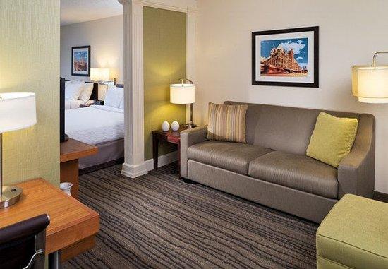 Eden Prairie, MN: Queen/Queen Suite - Living Room