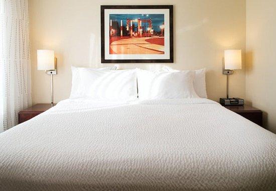 Eden Prairie, MN: Hospitality Suite - Bedroom
