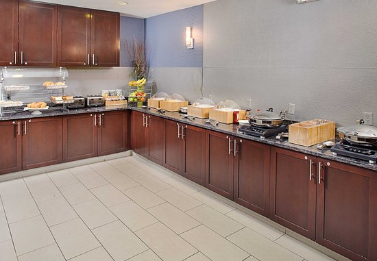 SpringHill Suites Manchester-Boston Regional Airport: Breakfast Buffet