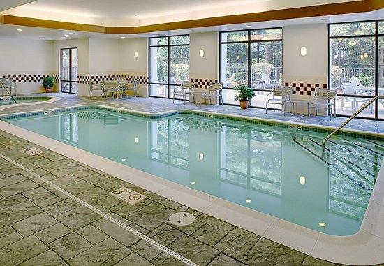 SpringHill Suites Manchester-Boston Regional Airport: Indoor Pool