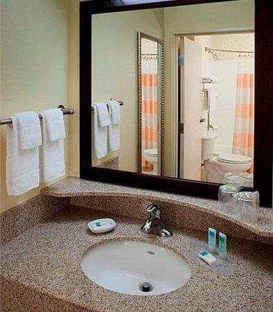 ฮิลส์โบโร, ออริกอน: Suite Bathroom