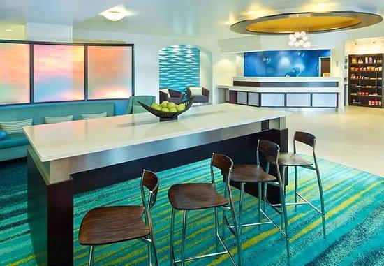 ฮิลส์โบโร, ออริกอน: Lobby & Communal Table