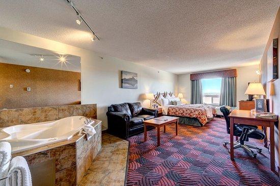Service Plus Inns & Suites Calgary: Jacuzzi Suite