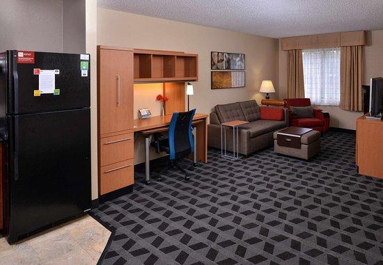 Warren, MI: VIP Suite - Living Room