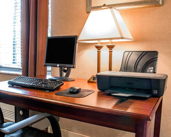 Comfort Inn Livonia: Business Center