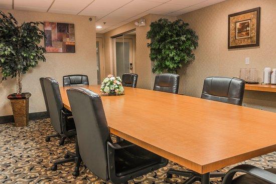 Utica, MI: Boardroom