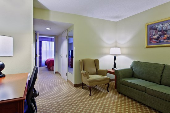Matthews, Северная Каролина: CountryInn&Suites Charlotte  Suite