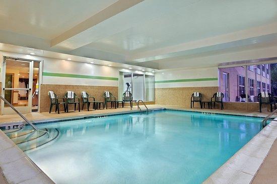 Matthews, Северная Каролина: CountryInn&Suites Charlotte  Pool