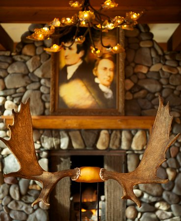 Stevenson, WA: Skamania Dining River Rock Fireplace with Picture