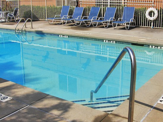 Extended Stay America - San Diego - Carlsbad Village by the Sea : Swimming Pool