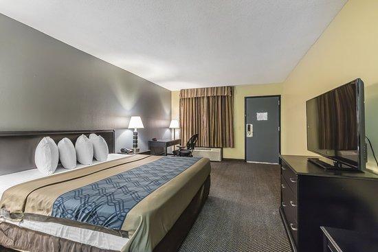 Martin, TN: Guest Room