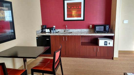 Chevy Chase, MD: One Bedroom Suite Dining Area