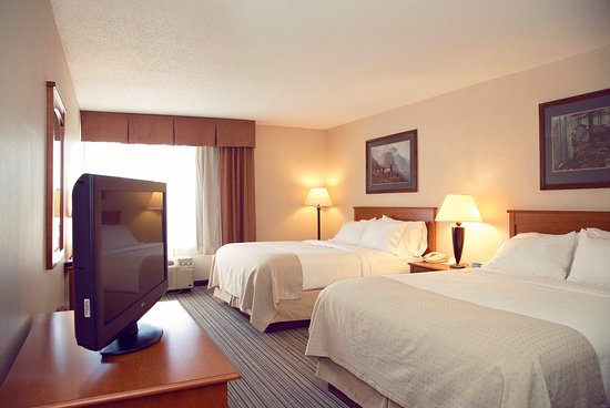 Holiday Inn Bozeman: Two Queen beds with a Desk