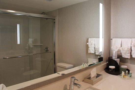 Лейквуд, Колорадо: Coming Soon! New bathrooms in progress featuring tubless showers