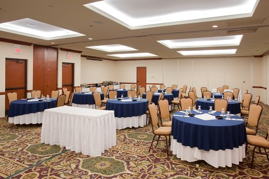 Lakewood, CO: Denver Corporate Meetings Crescent Round Meeting Set