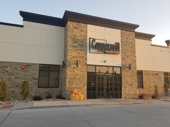 Holiday Inn Kearney: Coppermill Steakhouse only 1 block away