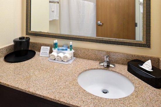 Saint Croix Falls, WI: Guest Bathroom