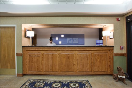 Holiday Inn Express: Front Desk
