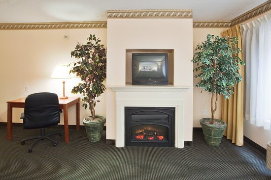 Plymouth, Carolina del Nord: Cozy Fireplace in the Presidential Suite