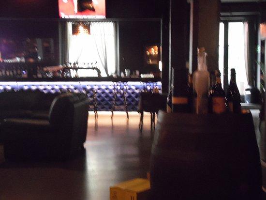Villanuova sul Clisi, Italia: bancone del bar