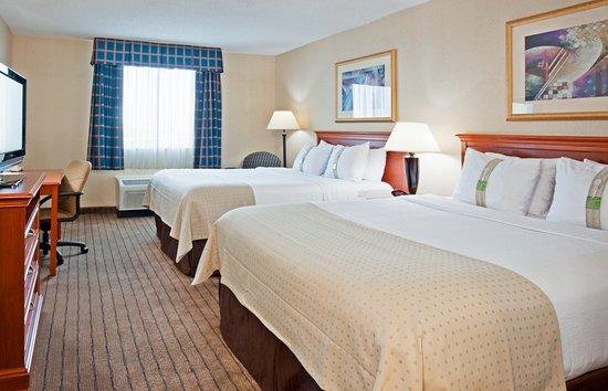 Alexandria, MN: Two queen bedded room (TFTN)