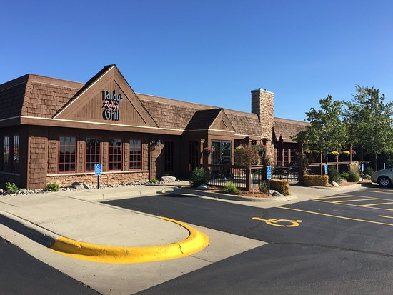 Alexandria, MN: Exterior of Rudy's Redeye Grill front entance and patio