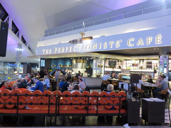 the perfectionists cafe a good place to eat at queens terminal 2 heathrow airport