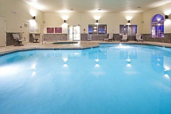 Holiday inn express farmington bloomfield bewertungen for Preisvergleich swimmingpool
