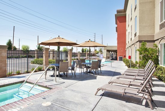 Modesto, Kalifornia: Relax and enjoy our Outdoor Heated Jacuzzi