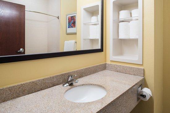 West Monroe, LA: Guest Bathroom