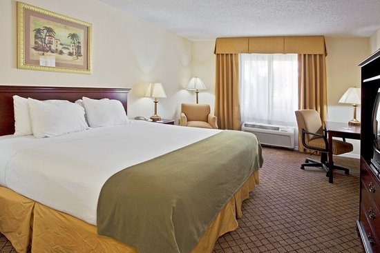 Holiday Inn Express & Suites Bradenton West