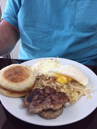 Dover, NH: 2 eggs homemade sausage hashbrowns and english muffin