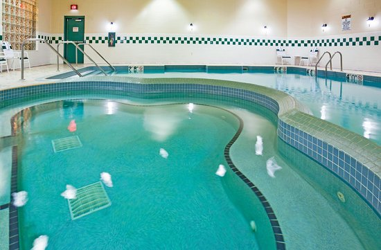 Holiday Inn Hotel & Suites La Crosse: Swimming Pool Right