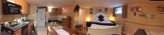 Embleton House Bed and Breakfast: Al's Hideaway Suite # 6