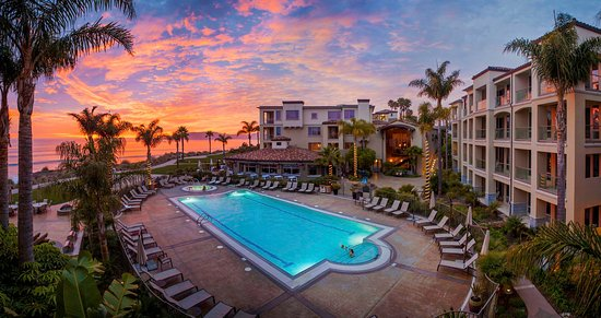 Dolphin Bay Resort & Spa: Pool at Sunset