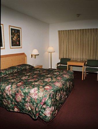 Clinton, MO: Guest Room