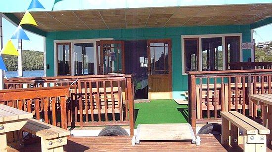 Kenton-on-Sea, Güney Afrika: Sandbar Floating Restaurant