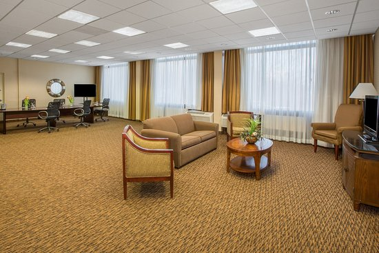 Middleburg Heights, OH: Executive Board Room With Lounge Seating
