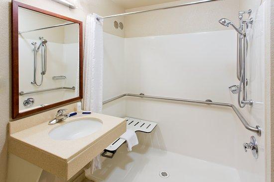 Medford, OR: Guest Bathroom