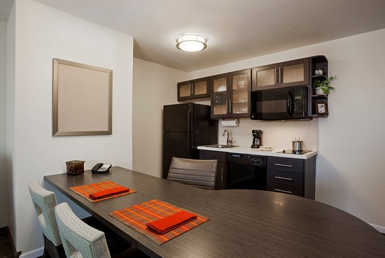 Southfield, MI: Our 1 Bedroom Suite WIth A Pull Out Sofa And A Full Kitchen