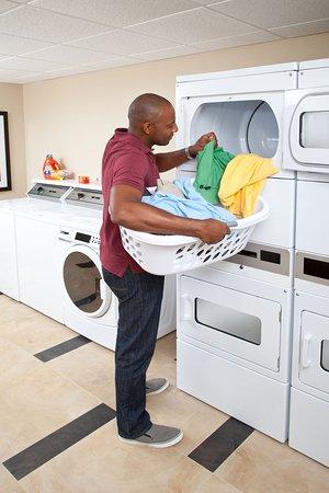 Southfield, MI: Complimentary Laundry Area