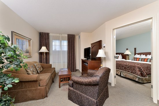 Staybridge Suites Albuquerque North: Guest Room