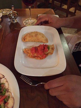Empanadas de Queso a la Napolitana y Empanada de Espinacas con Queso